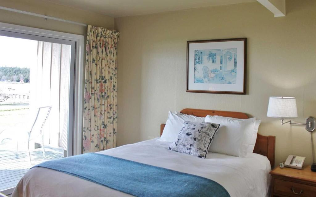 Lopez Island Hotel - First Mate Queen Room